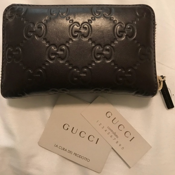 60aae34fb09 Gucci Handbags - Gucci Print Leather Credit Card Case